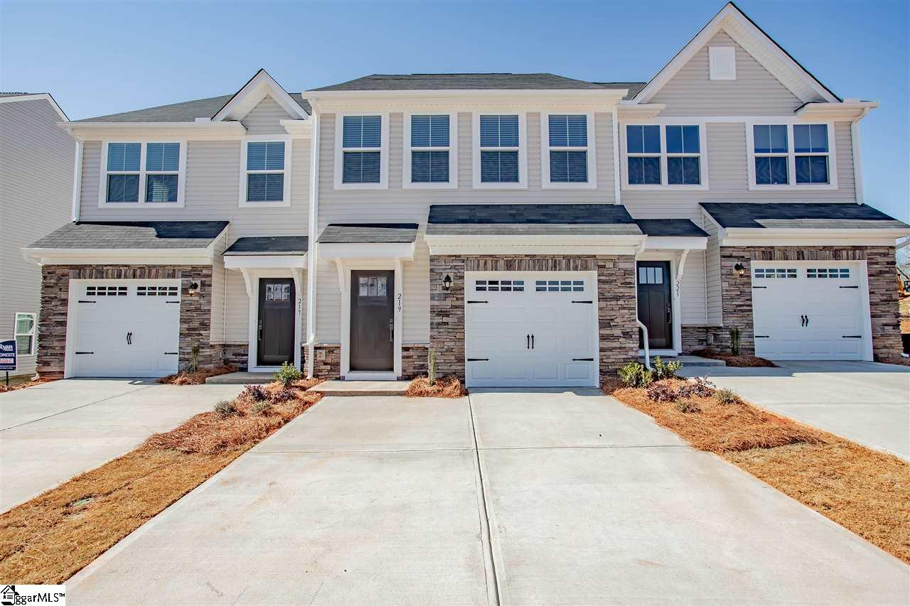 219 Clearwood Drive Simpsonville, SC 29681