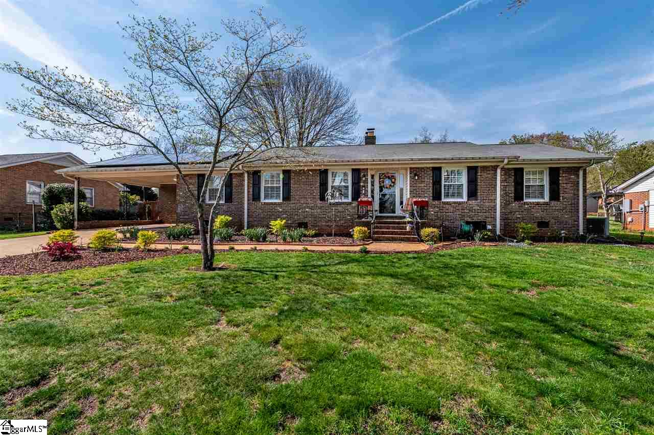 10 Queensbury Greenville, SC 29617