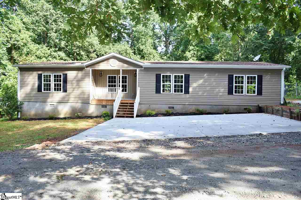 248 S Hills Wellford, SC 29385
