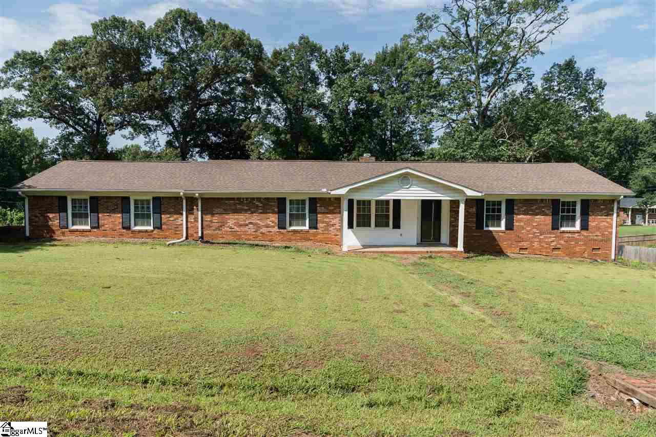 220 Millwood Wellford, SC 29385