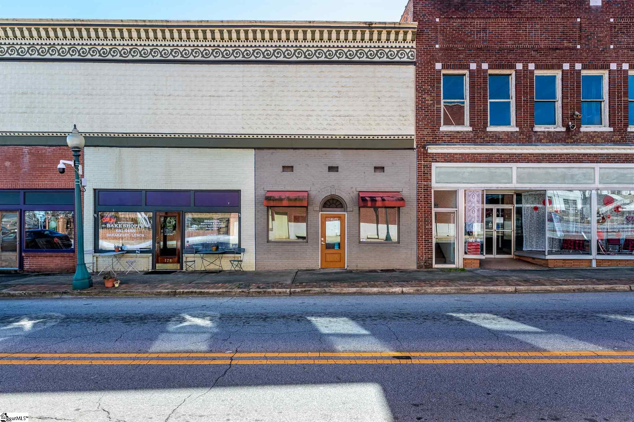 126-134 E Public Square Laurens, SC 29360-1725
