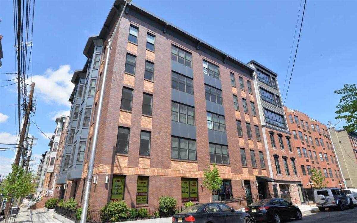 662 1ST ST C, Hoboken, NJ 07030
