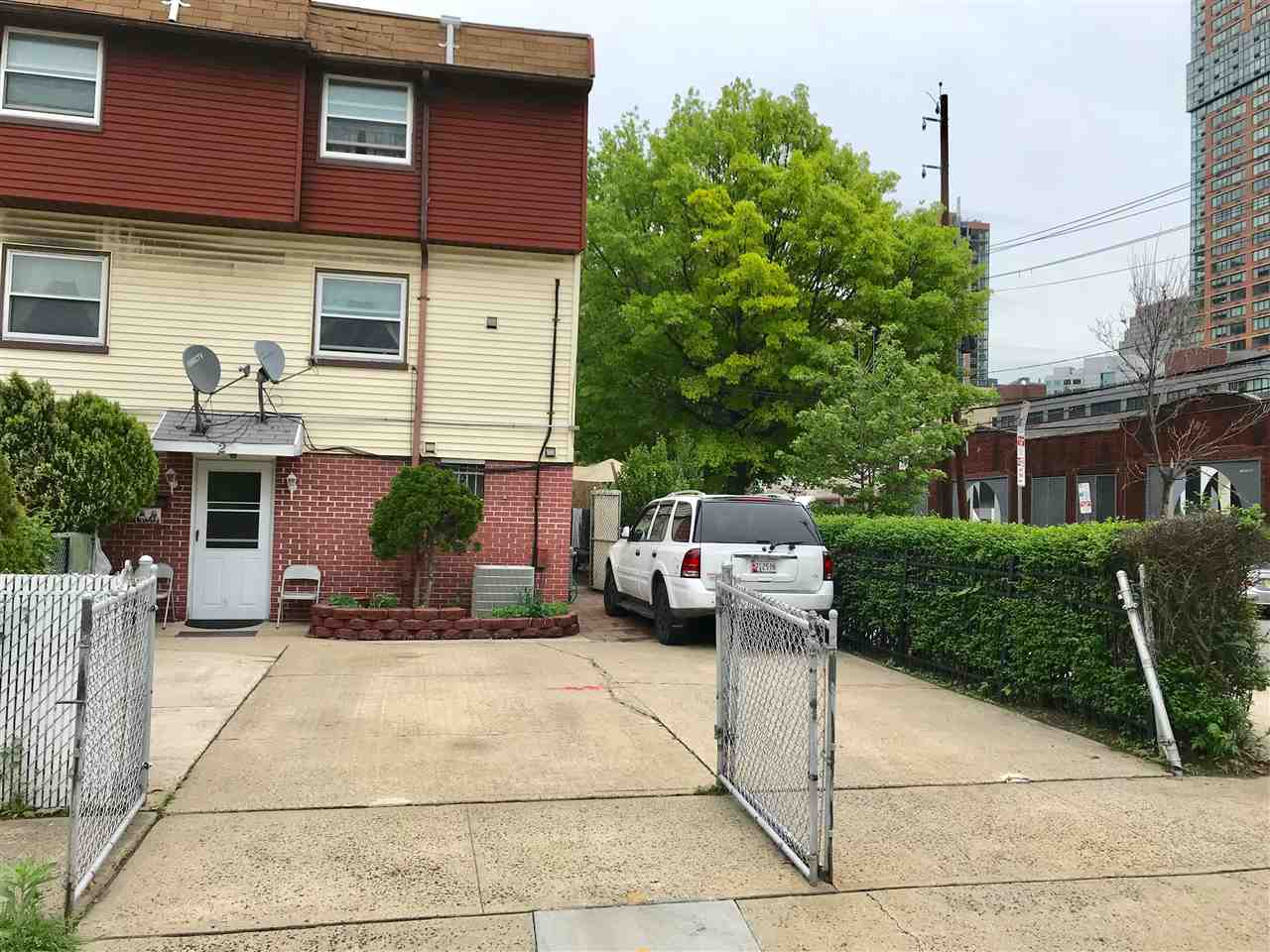 2 LAUREL CT, JC, Downtown, NJ 07032