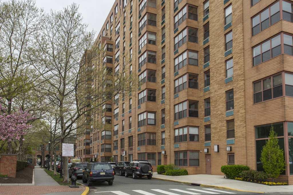 2 CONSTITUTION CT 403/404, Hoboken, NJ 07030