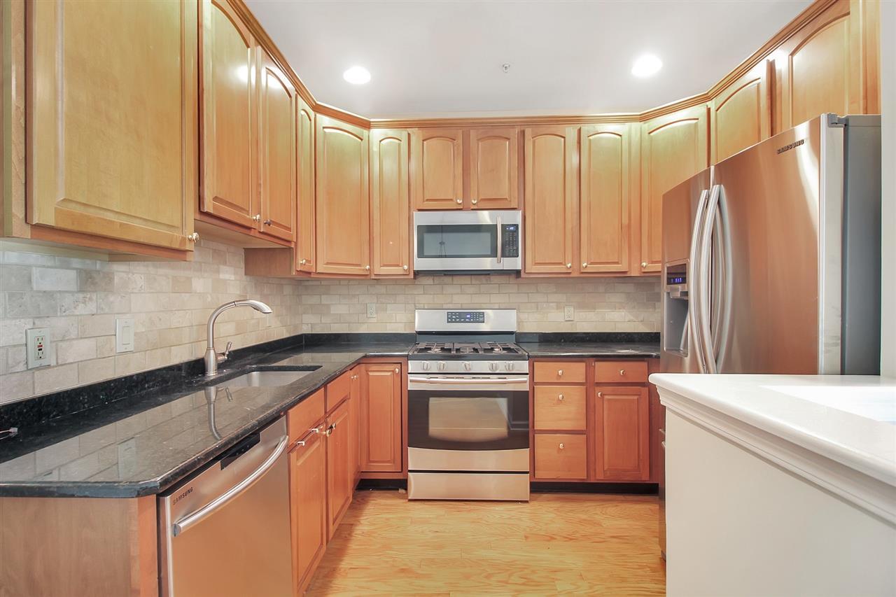 268 ROSLYN CT 268, West New York, NJ 07093