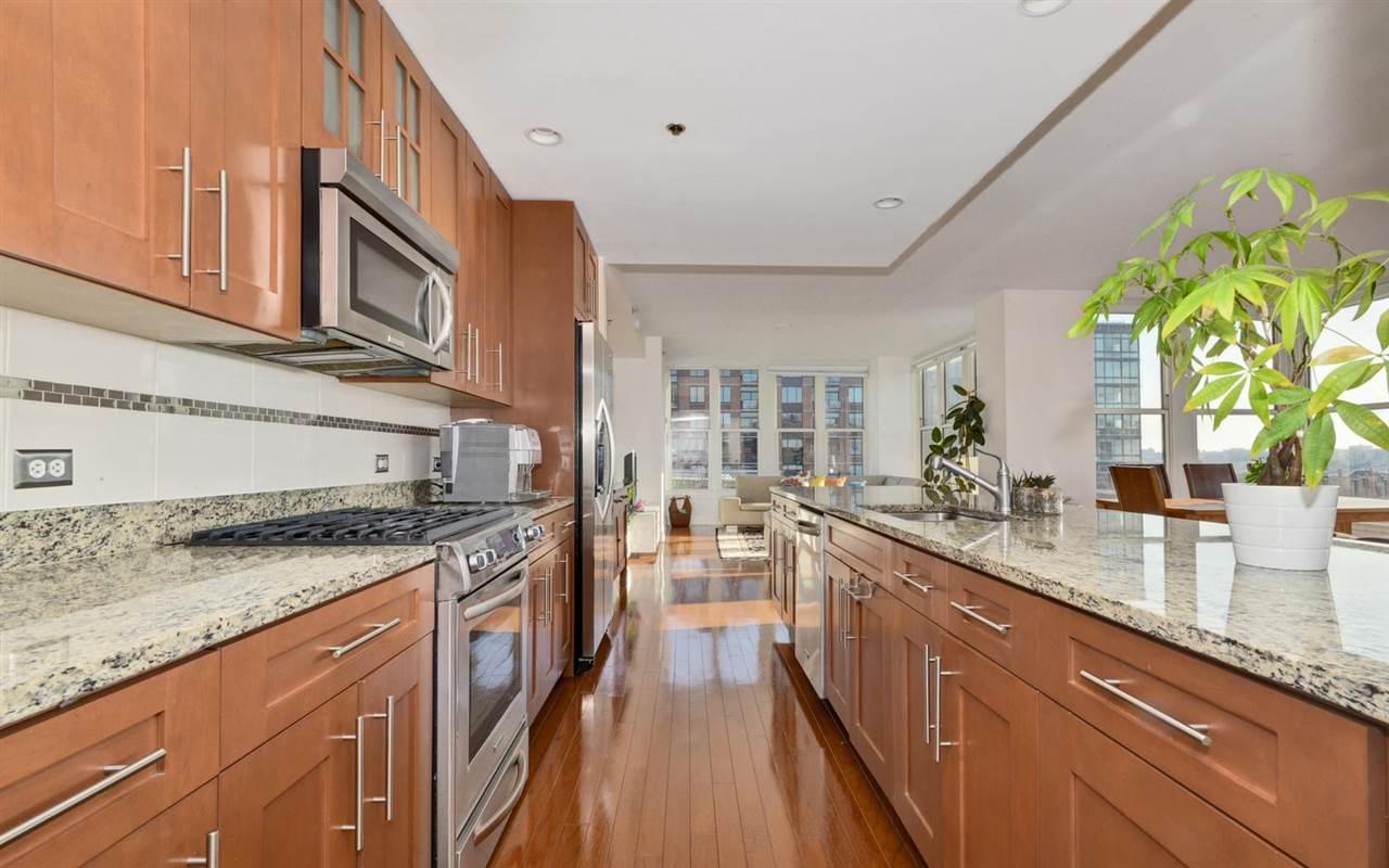 1125 MAXWELL LANE 813, Hoboken, NJ 07030