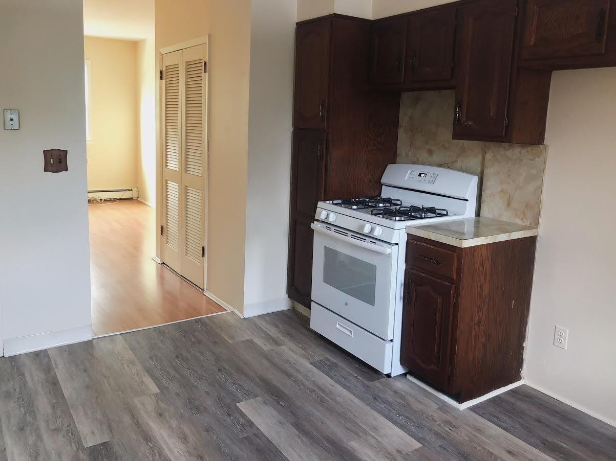 Charming two bedroom apartment, close to light rail station. Easy access to route 440 for easy travel to Jersey City and Turnpike. Convenient to shopping and restaurants.