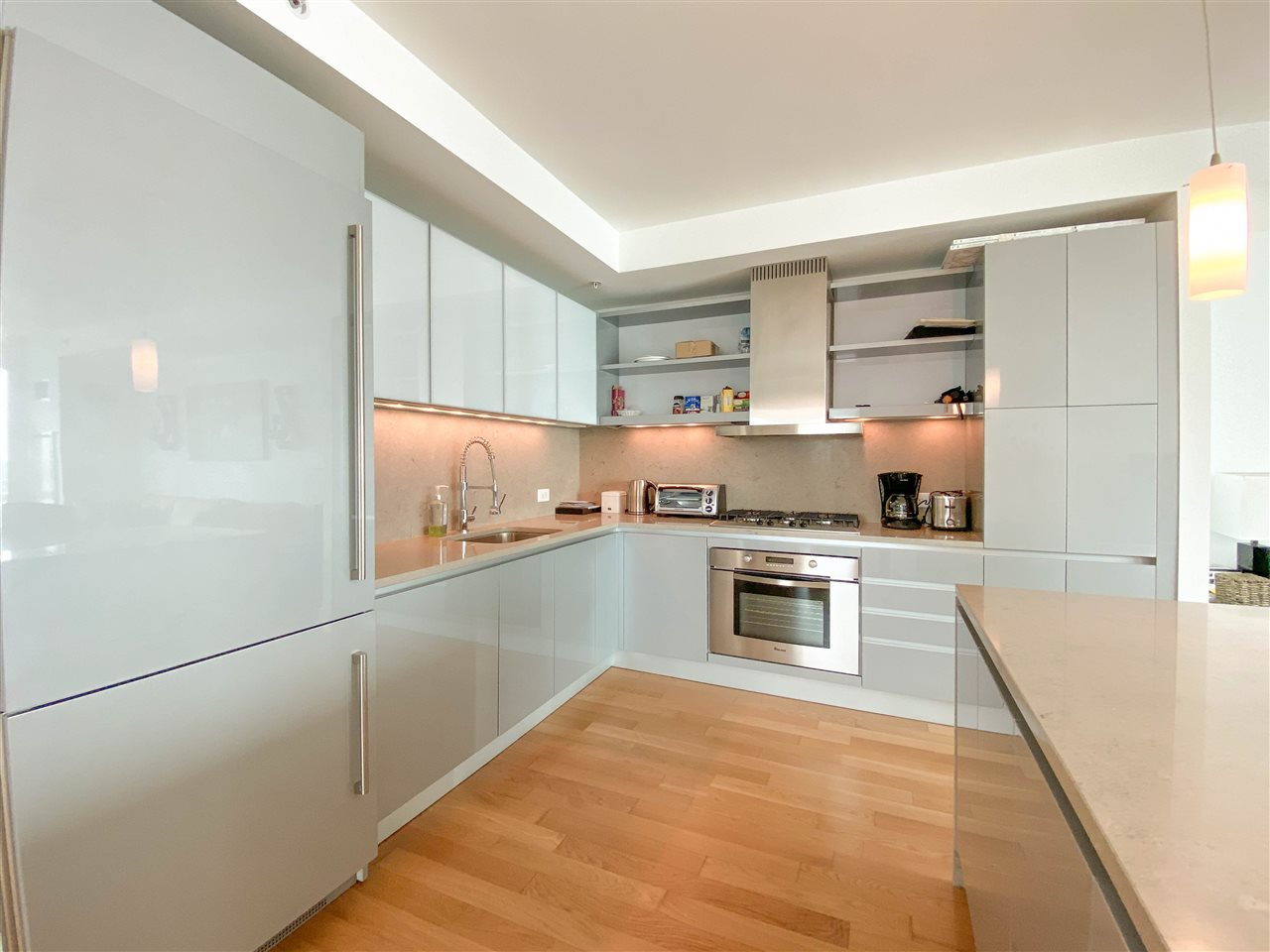Luxury living awaits you in this sun drenched condo at 77 Hudson! This fully furnished home boasts a fabulous modern kitchen with stainless steel appliances, hardwood floors, marble bath & floor to ceiling windows with a view of NYC! Building features a 44,000 sq. ft. amenities floor w/pool & hot tub, grill area, fire pit, landscaped park, screening room, gym, yoga room, steam room & more. All this and just moments from the Exchange Place PATH & Ferry terminal make this home a dream come true!