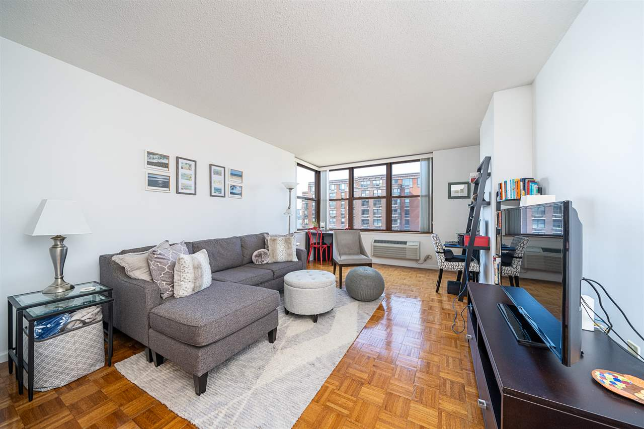 Luxury living at The Constitution with NYC views. Fantastic 1BR/1BTH with Southern exposure. Gallery kitchen, granite counters, hardwood floors, washer/dryer in unit. Rental parking available in the building. Doorman, elevator, pool, fitness studio make this waterfront building a wonderful place to call home. Ferry, shops, marina and Restaurants across the street.