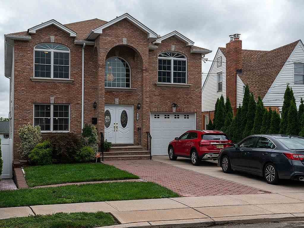 12 KROLL TERRACE, Secaucus, NJ 07094