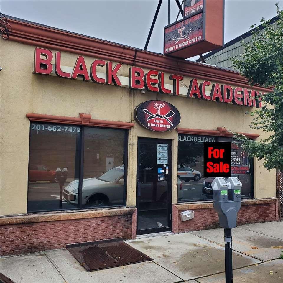 5906 KENNEDY BLVD, West New York, NJ 07093