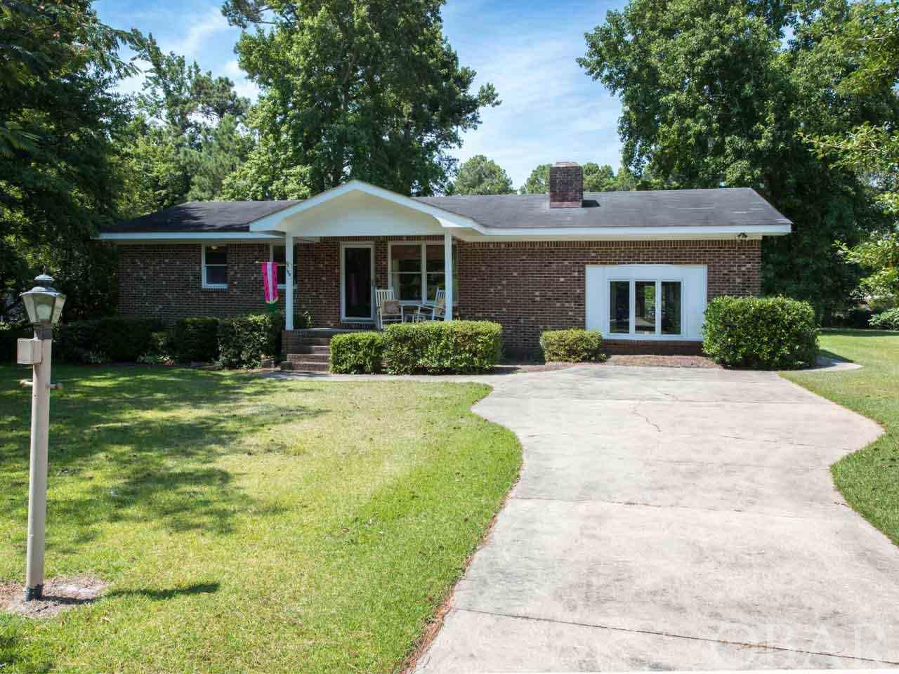 108 Magnolia Street,Manteo,NC 27954,3 Bedrooms Bedrooms,2 BathroomsBathrooms,Residential,Magnolia Street,101249