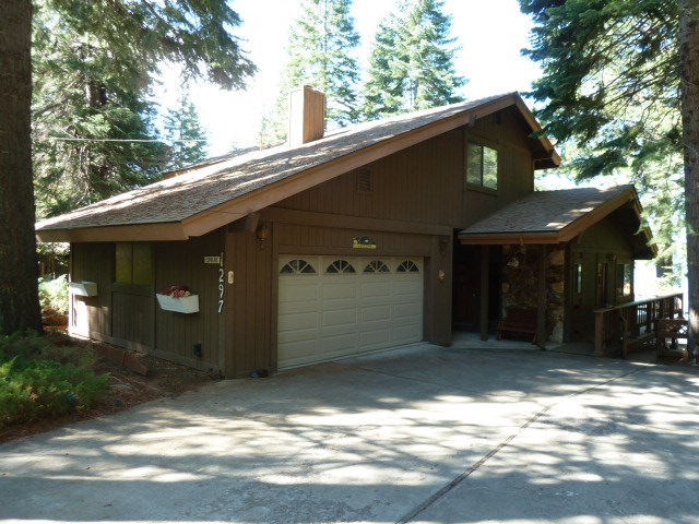 Single Family Home for Active at 1297 Lassen View Drive 1297 Lassen View Drive Lake Almanor, California 96137 United States