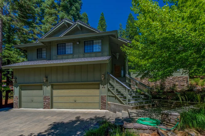 Single Family Home for Active at 915 Golf Club Road 915 Golf Club Road Lake Almanor, California 96137 United States