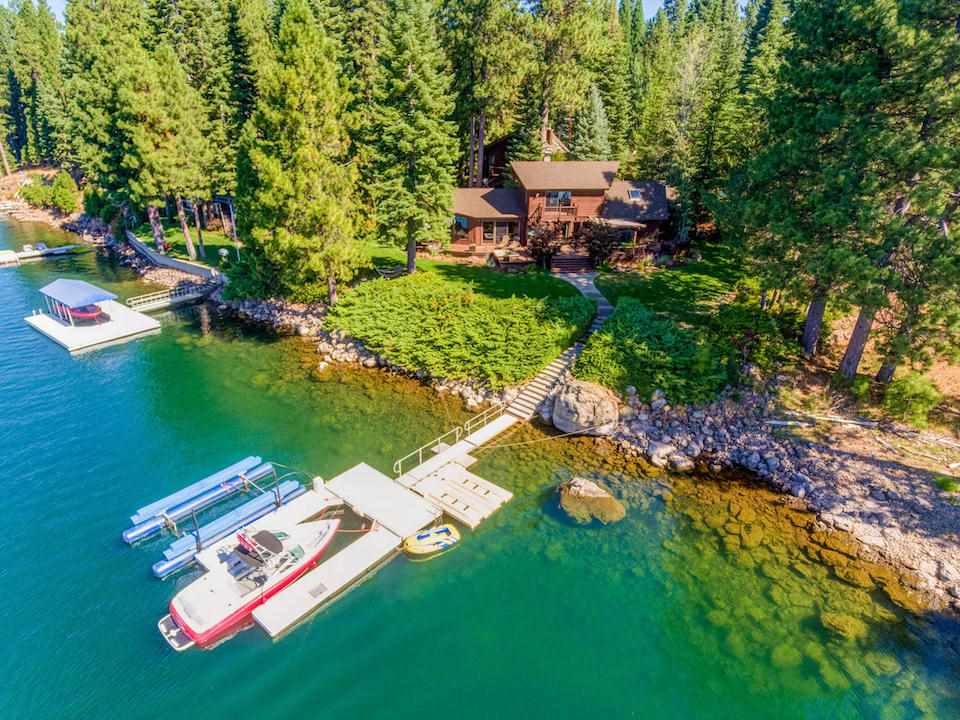 Single Family Homes por un Venta en 1441 Peninsula Drive Lake Almanor, California 96137 Estados Unidos
