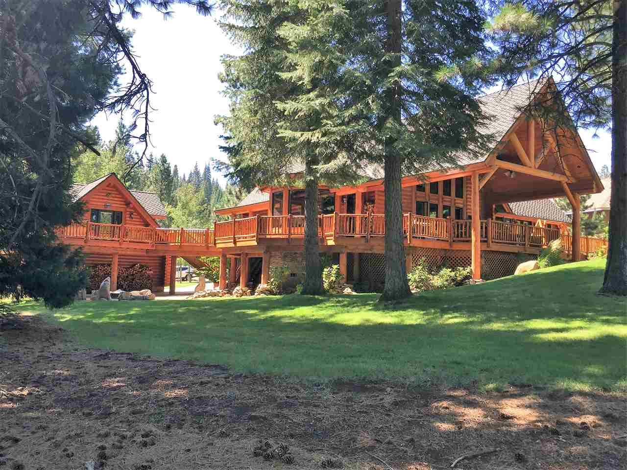 Single Family Home for Active at 489 Dinsmore Drive 489 Dinsmore Drive Lake Almanor, California 96137 United States