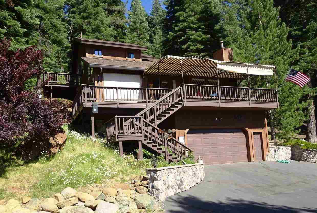 Single Family Home for Active at 119 Lake Almanor West Drive 119 Lake Almanor West Drive Chester, California 96020 United States