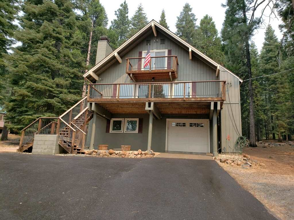 Single Family Home for Active at 629 E Mountain Ridge Road 629 E Mountain Ridge Road Lake Almanor, California 96137 United States