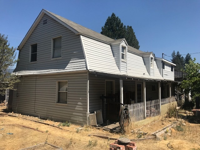 Single Family Home for Active at 2085 & 2089 E Main Street 2085 & 2089 E Main Street Quincy, California 95971 United States