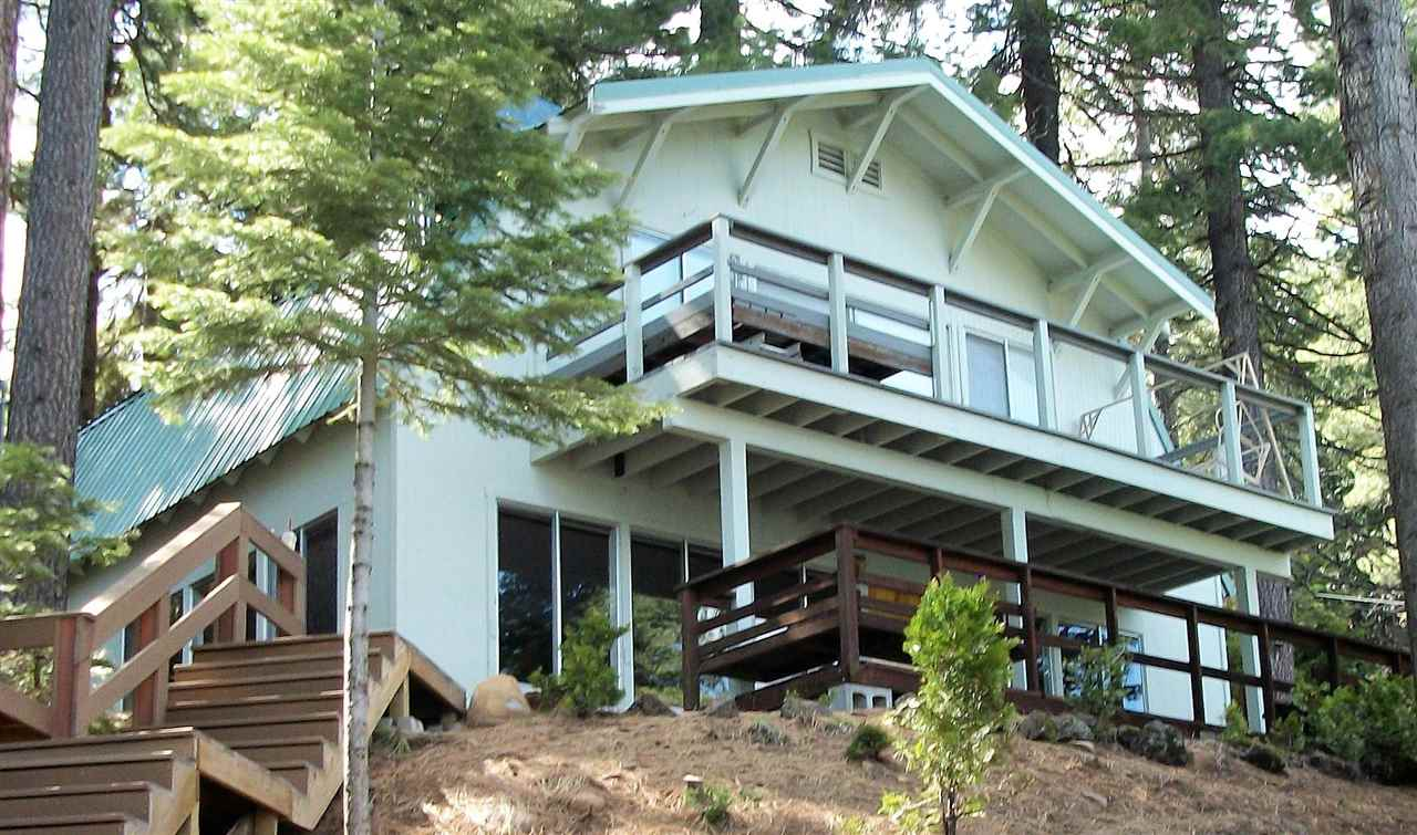 Single Family Home for Active at 662 Peninsula Drive Lake Almanor, California 96137 United States