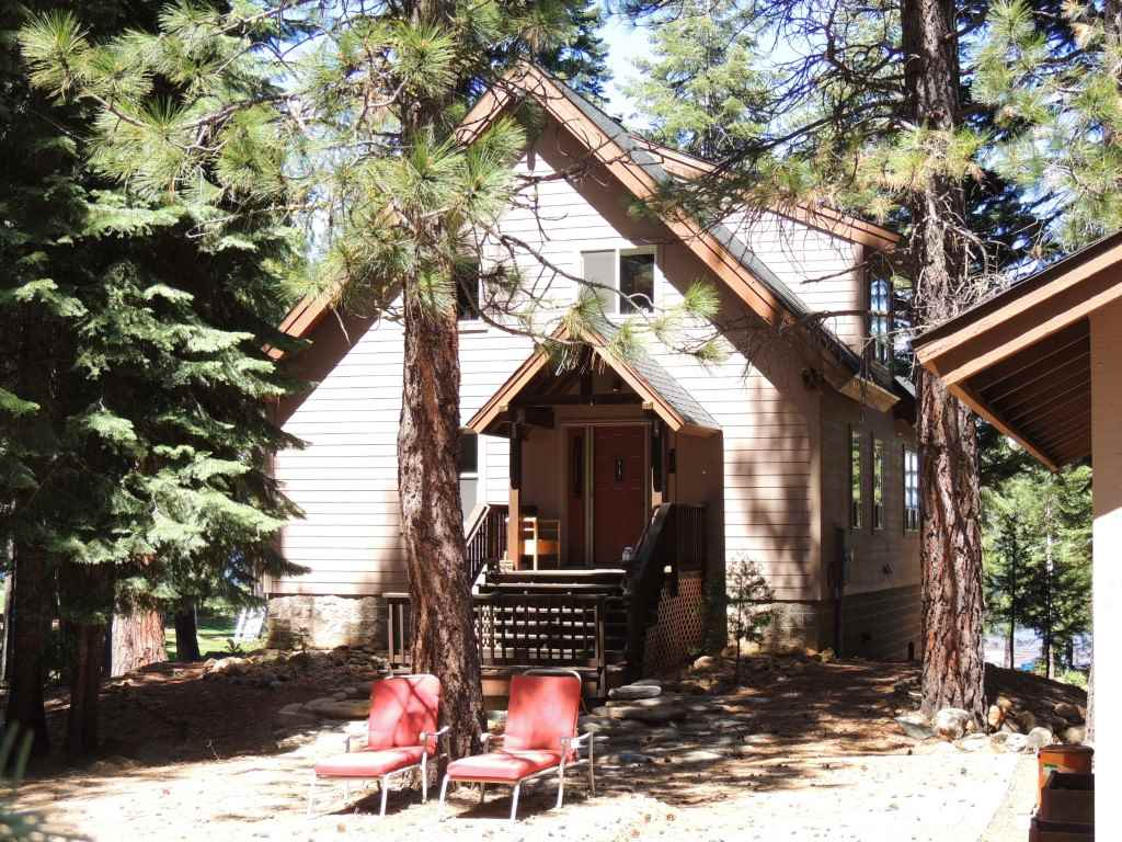 Single Family Homes for Active at 179 Lake Almanor West Drive Chester, California 96020 United States