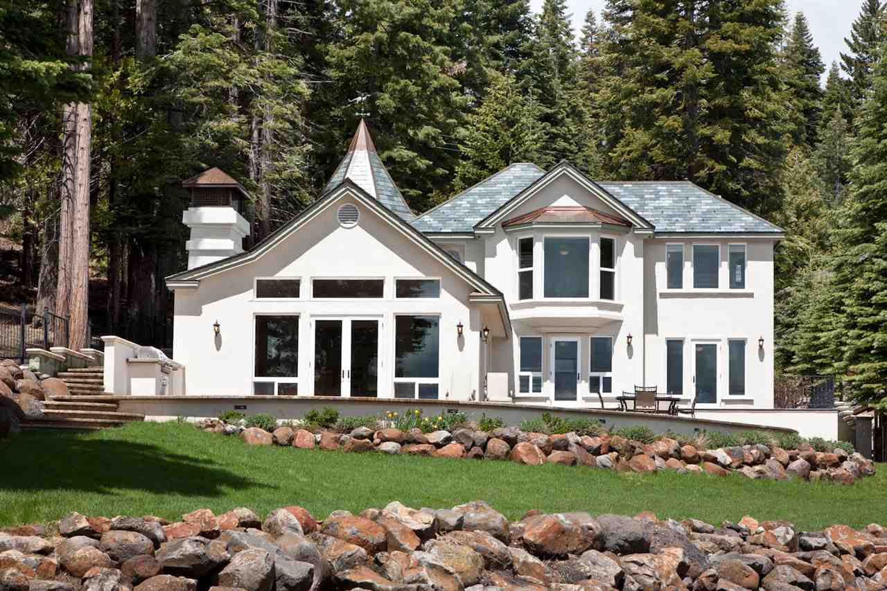 Single Family Homes por un Venta en 808 Peninsula Drive Lake Almanor, California 96137 Estados Unidos