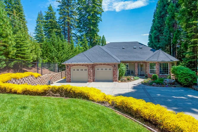 Single Family Homes for Active at 528 Peninsula Drive Lake Almanor, California 96137 United States