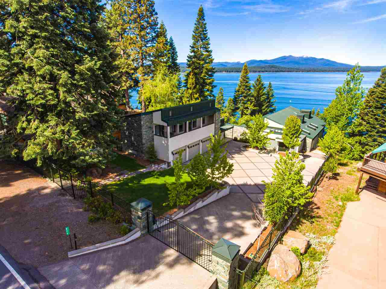 Single Family Homes for Active at 829 Lassen View Drive Lake Almanor, California 96137 United States