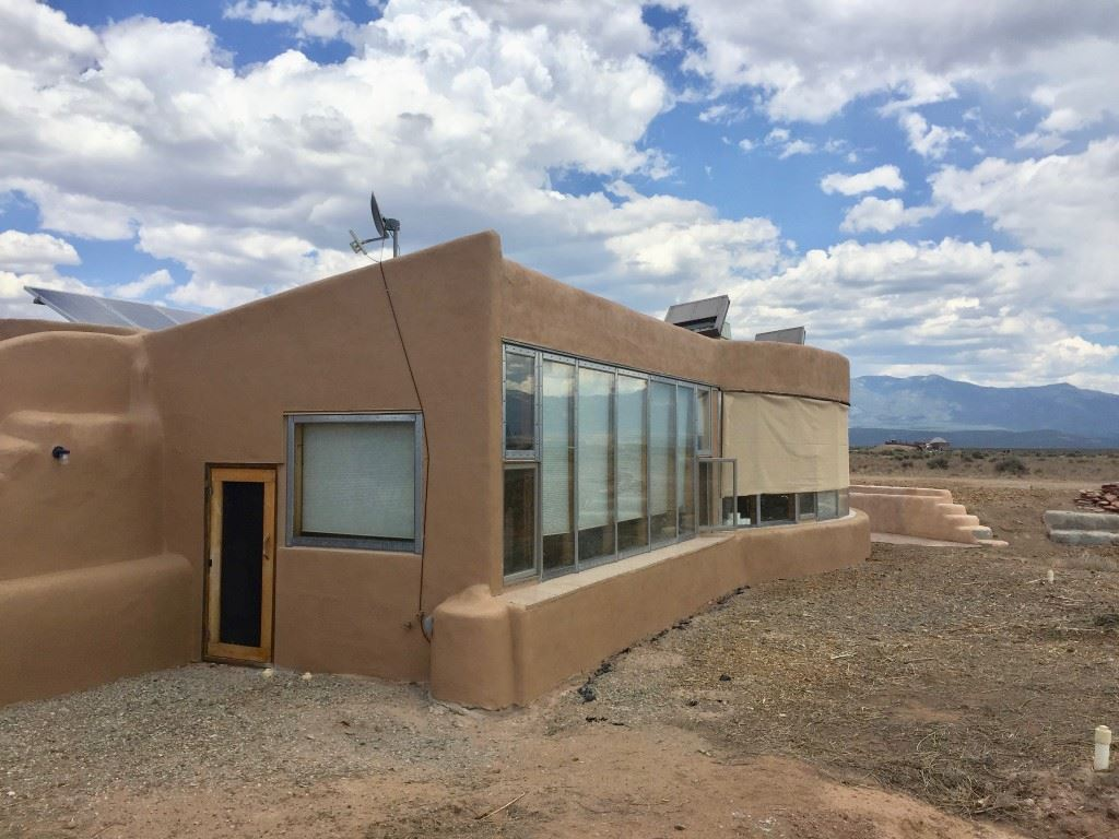 13 Humane Way, El Prado, NM 87529