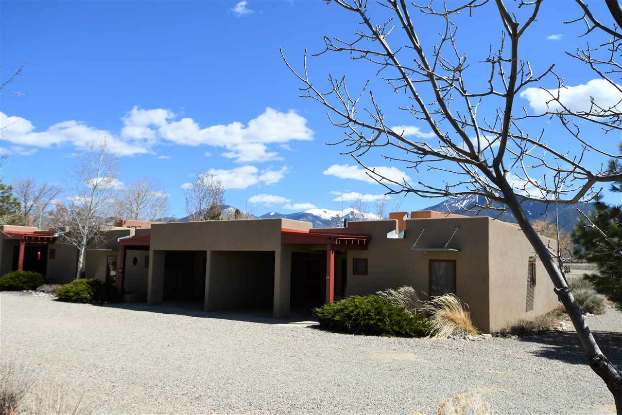18 Comanche Road, Taos, NM 87571