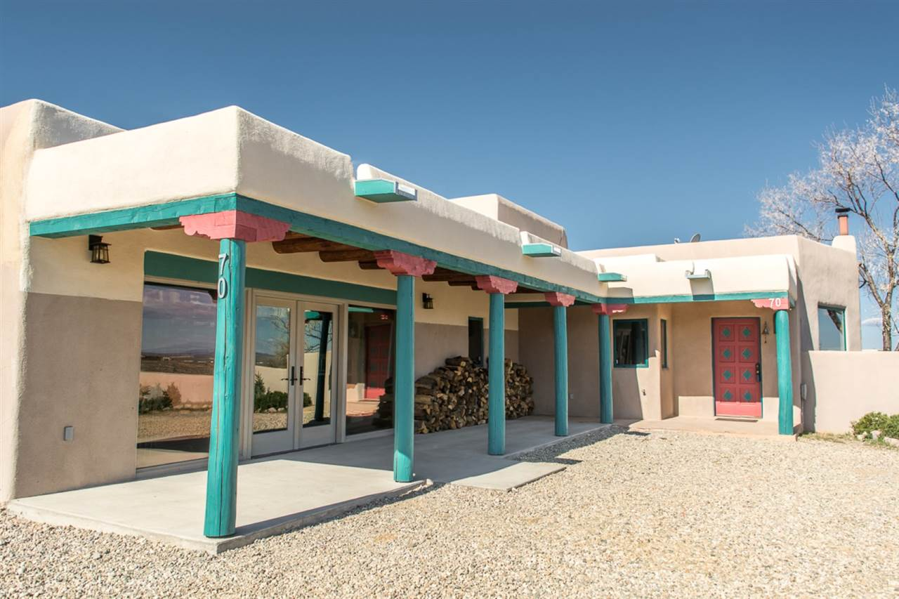 70 Irish Road, Ranchos de Taos, NM 87557