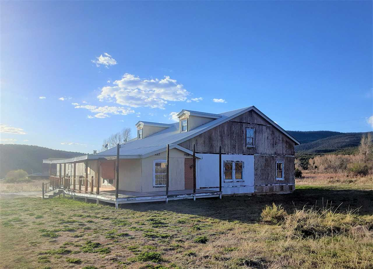 13 State Rd 75, penasco, NM 87553