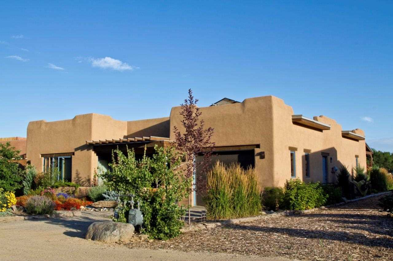 404 Valverde Commons Dr, Taos, NM 87571