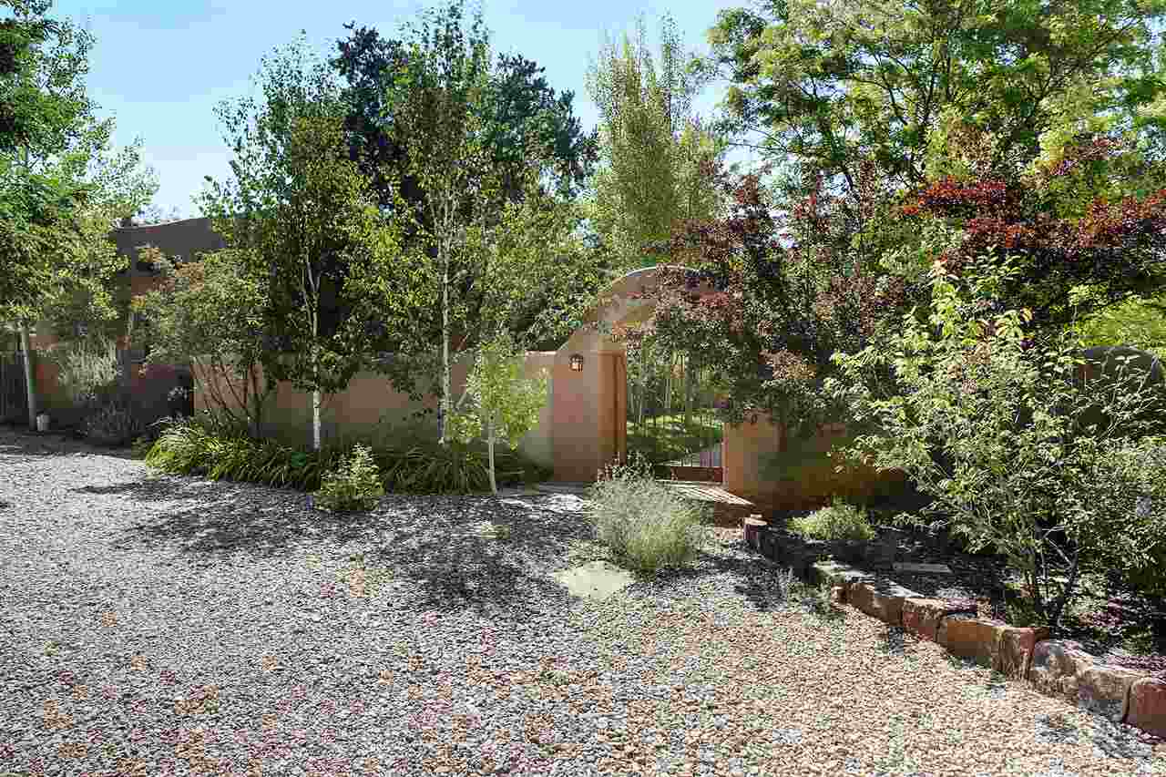 27 Valerio Road, Ranchos de Taos, NM 87557