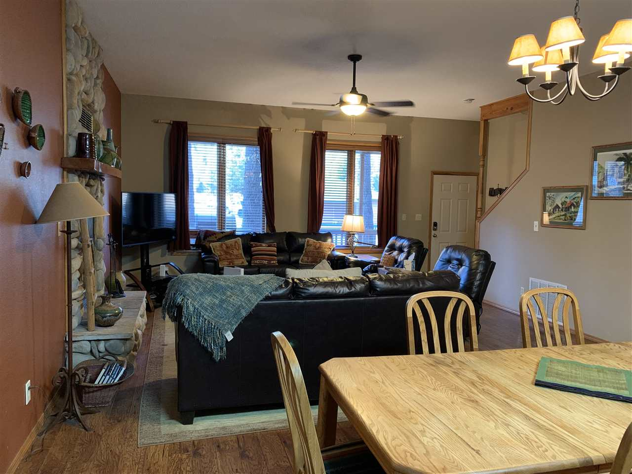 1102 High St, Red River, NM 87558