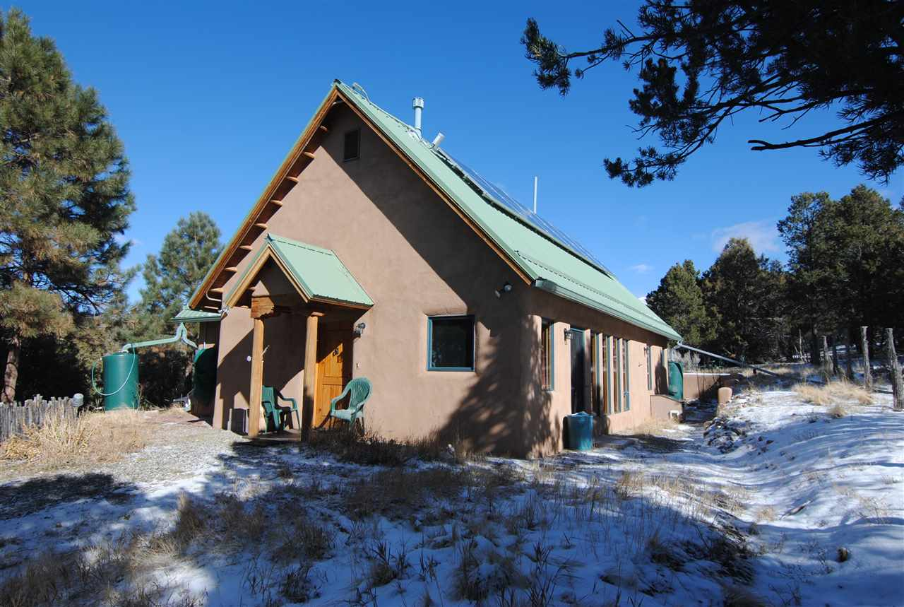 148 Camino del Medio, San Cristobal, NM 87564