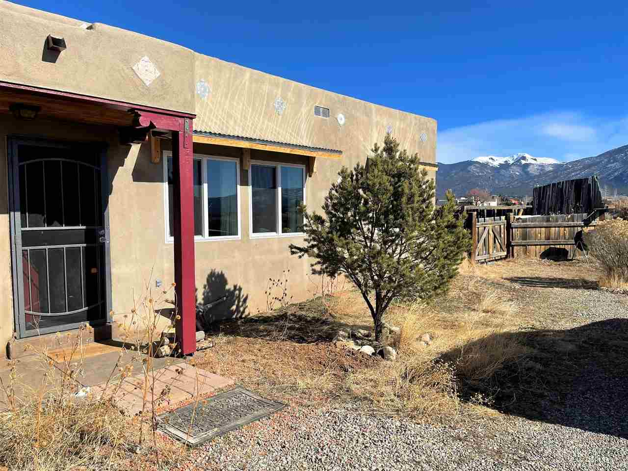 117 Upper Colonias Road, El Prado, NM 87529