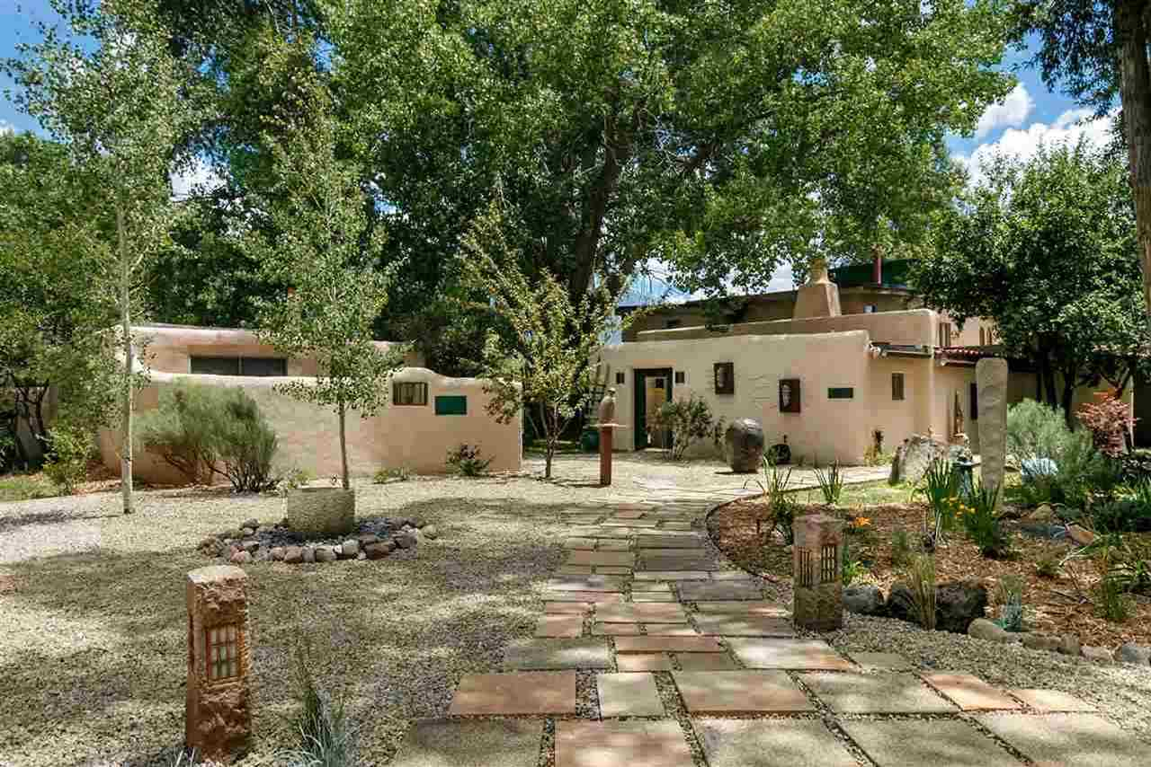 11 State Road 230, Arroyo Seco, NM 87514