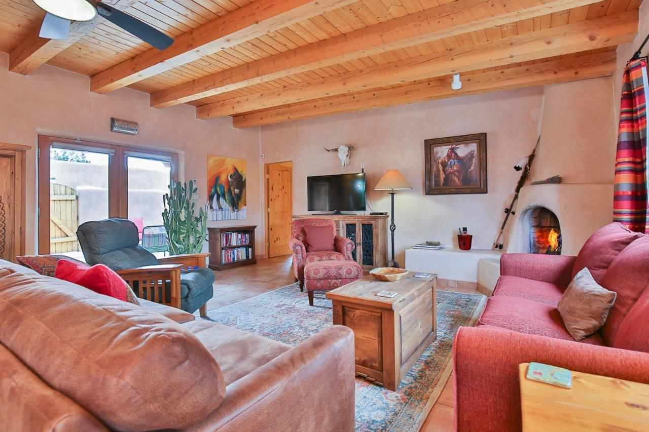 515 Apache, Taos, NM 87571