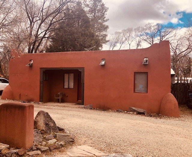 318 Burch studio, Taos, NM 87571