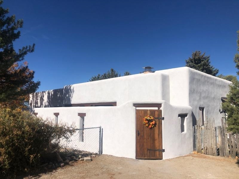 217 Adobe Rd, Taos, NM 87571