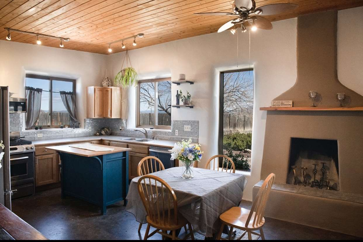 20 Ortiz Lane, Taos, NM 87571