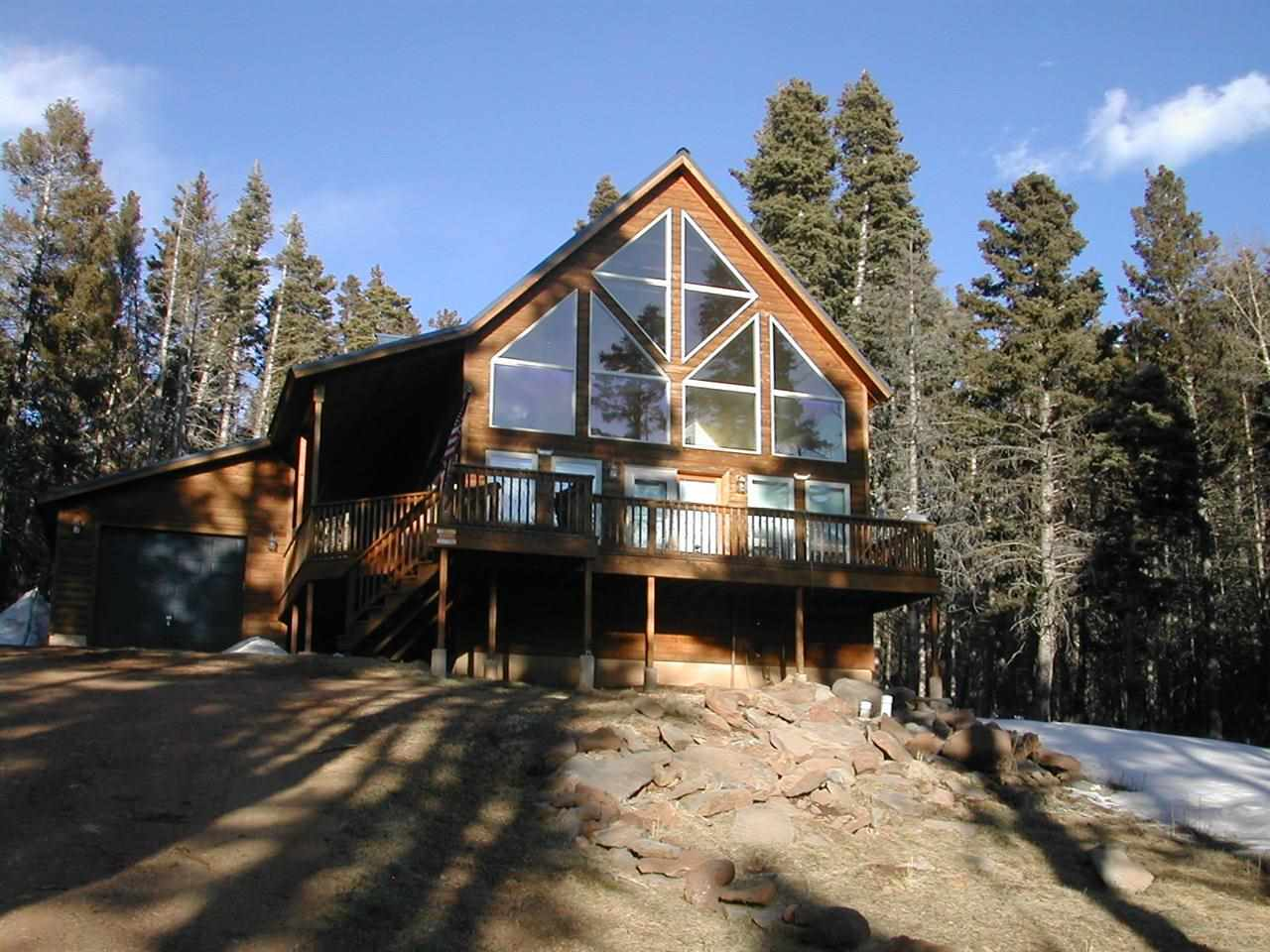 Great location near ski drop off for Heading Home.  Great mountainous views and very nice wooded lot.  1800 sq.ft. Rustic Retreat with huge windows to enjoy the views.  Chalet style with very nice deck to sit on and enjoy watching the wildlife in the area.